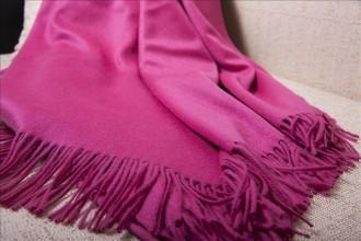 Однотонный кашемировый плед розовый